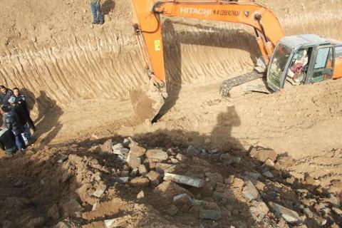 梦见在挖古墓 周公解梦之梦到在挖古墓