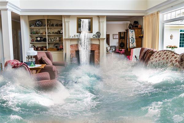 梦见特大洪水滚滚而来