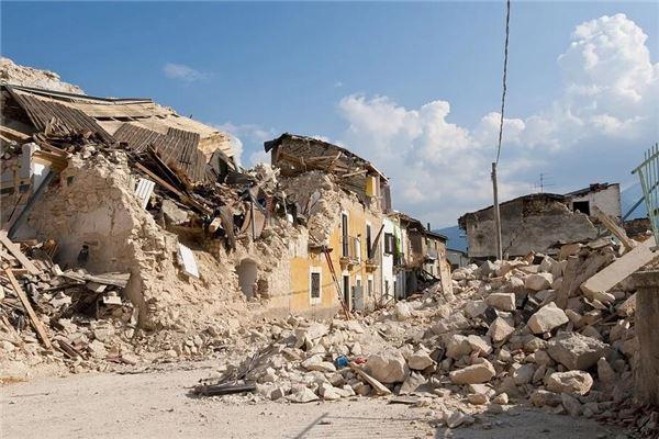 女人梦见自家房屋倒塌是什么