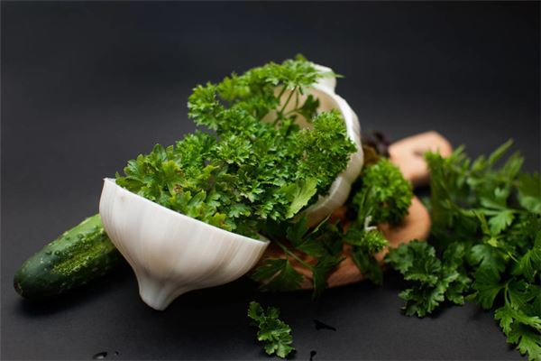 女人梦见摘青菜是什么意思